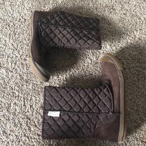 Women's mid-calf brown boot